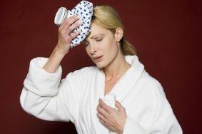 Почему появляется головная боль во время климакса
