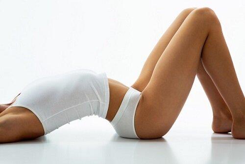 Упражнение лежа на полу