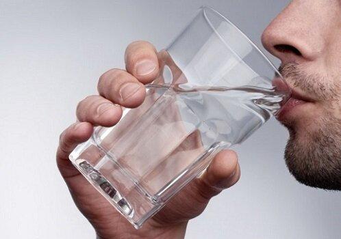 мужчина с водой